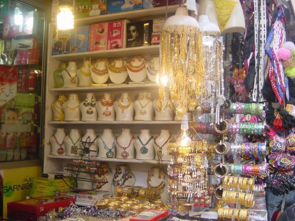 Anarkali bazar pak travel for Bano bazar anarkali lahore